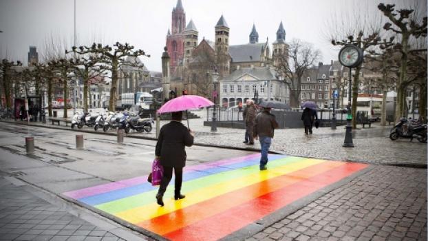 COC wil permanent regenboogzebrapad in Maastricht