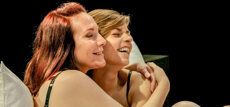 Ilona en Stephanie gaan uit de kleren tijdens eerste...