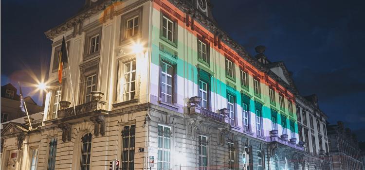 IDAHOT: Wetstraat 16 hult zich in regenboogkleuren
