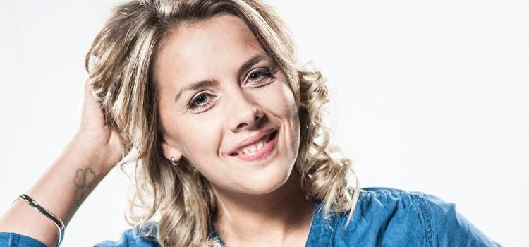Actrice Leen Dendievel wijst VRT-journalist terecht die deadname van Petra De Sutter gebruikte