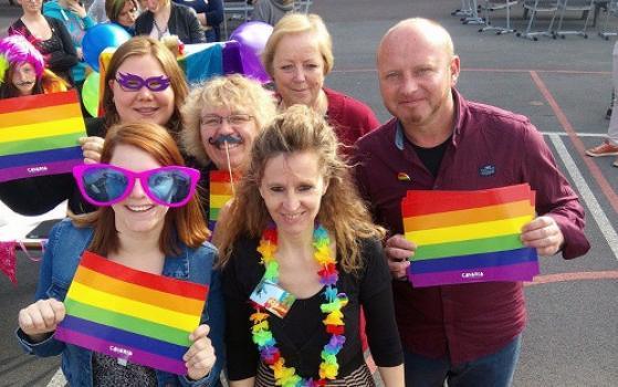 Regenboogselfies voor de Internationale Dag Tegen Homofobie en Transfobie