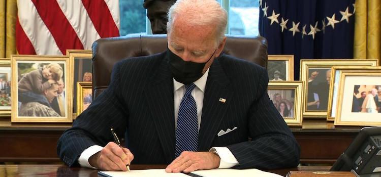 Biden maakt eind aan verbod transgenders in het leger