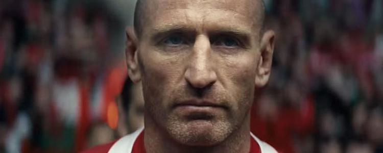 Rugbyspeler wordt door roddelblad gedwongen om toe te geven dat hij hiv heeft