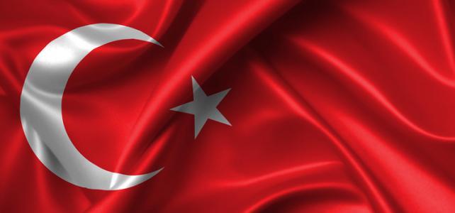 Toeschouwers Turkse pride voor de rechter