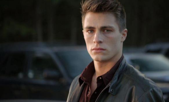 Vader van Arrow-acteur pleegde zelfmoord na coming-out van zijn zoon