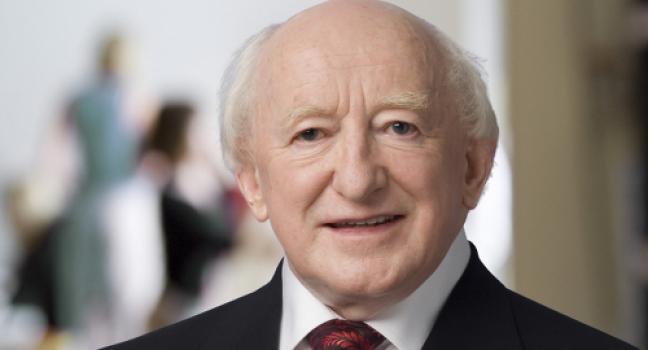 Ierse president ondertekent amendement dat het homohuwelijk openstelt.