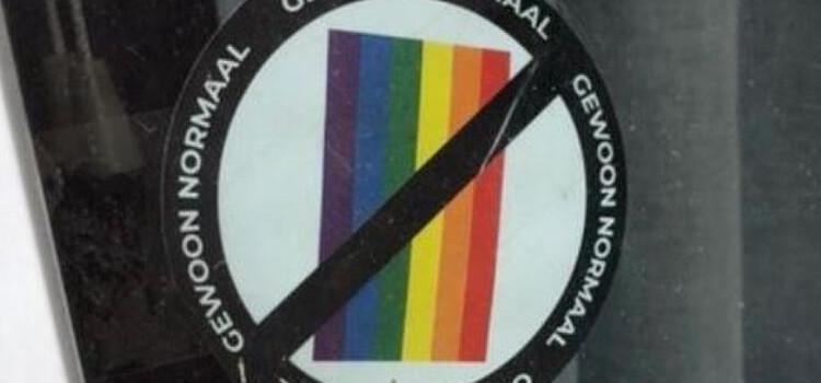 Verdachte gevat die anti-LGBTI-stickers verspreidde