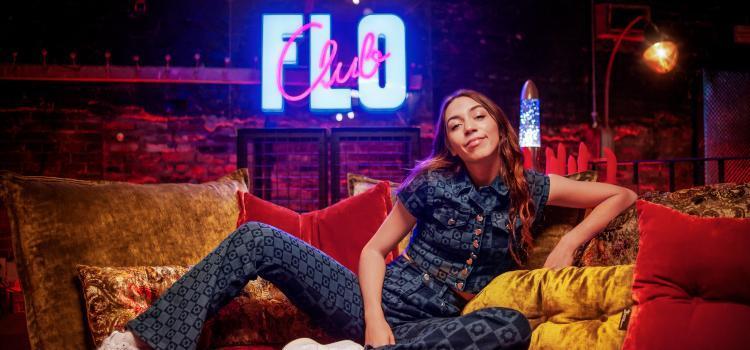 Flo Windey maakt zelf dildo's en test VR-porno uit