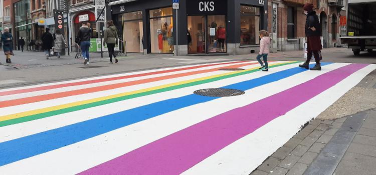 Ook Leuven pakt uit met regenboogzebrapaden