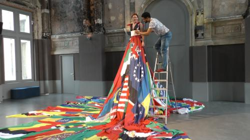 Video: Amsterdam Rainbow Dress strijkt neer in Antwerpen